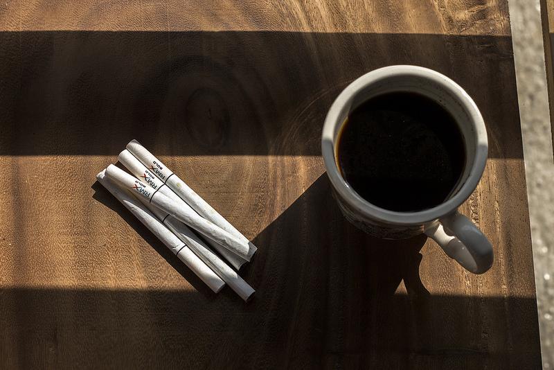 rokok dan kopi